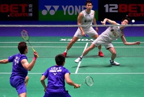 Cara Memukul Kok Badminton